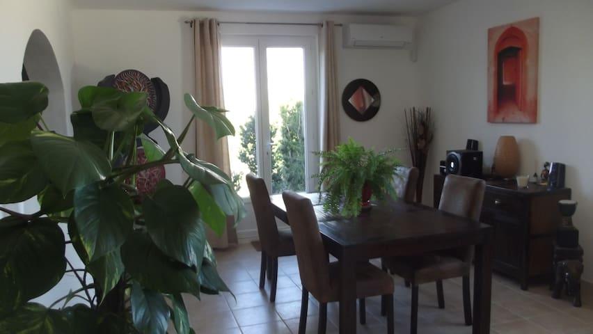 belle chambre pour 2 pres de Vaison - buisson - Villa
