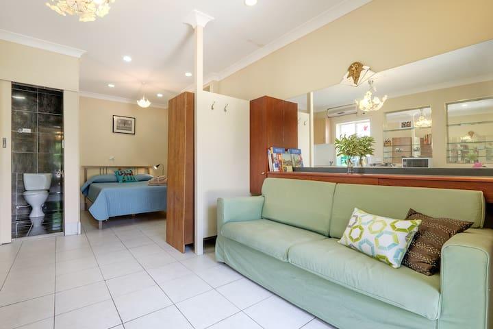 Bright studio apartment in Upper Mount Gravatt - Upper Mount Gravatt - Apartamento