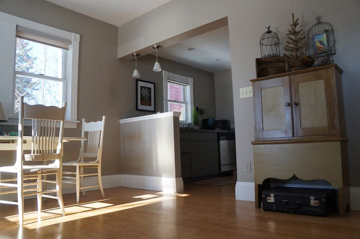 Lovely Roomy Cottage near Downtown - Missoula