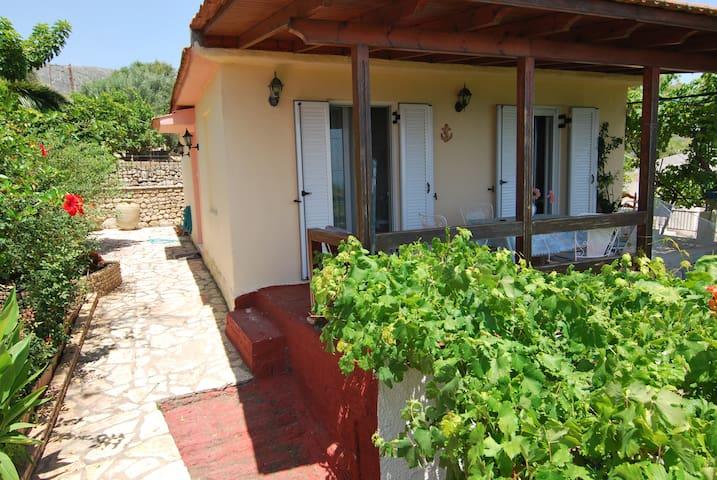 """""""Seaview"""" cottage in Mavrata, close to Katelios - Cephalonia - Casa"""