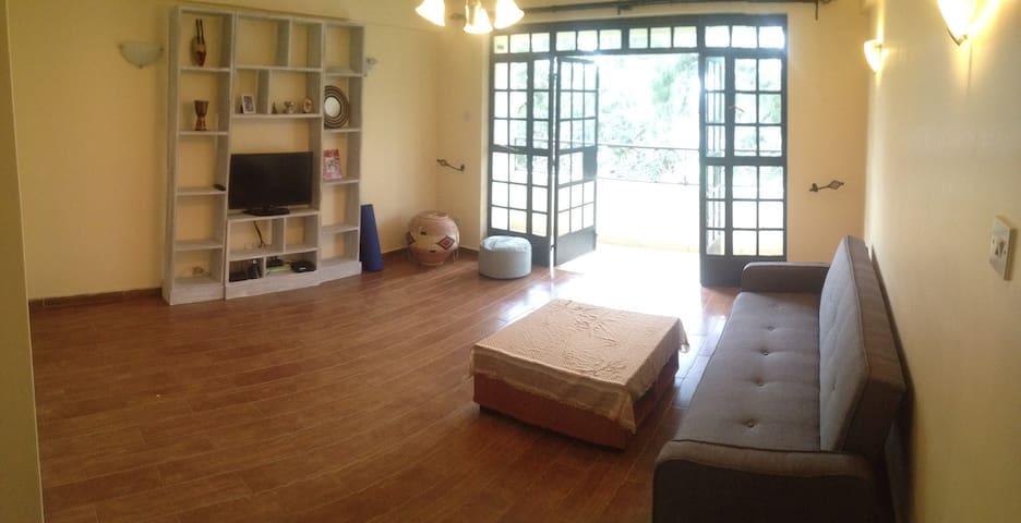 2 Bdrm Modern Apt w/Open Layout, Pool & House Help - Nairobi - Appartement