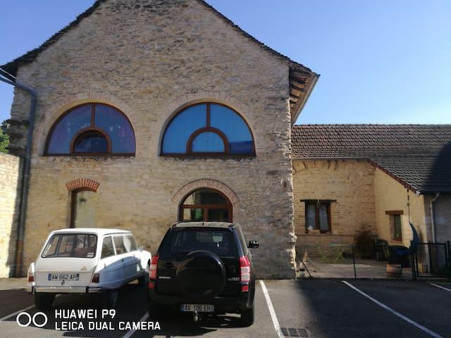 Chambre individuelle dans maison familiale - Crémieu - Huis