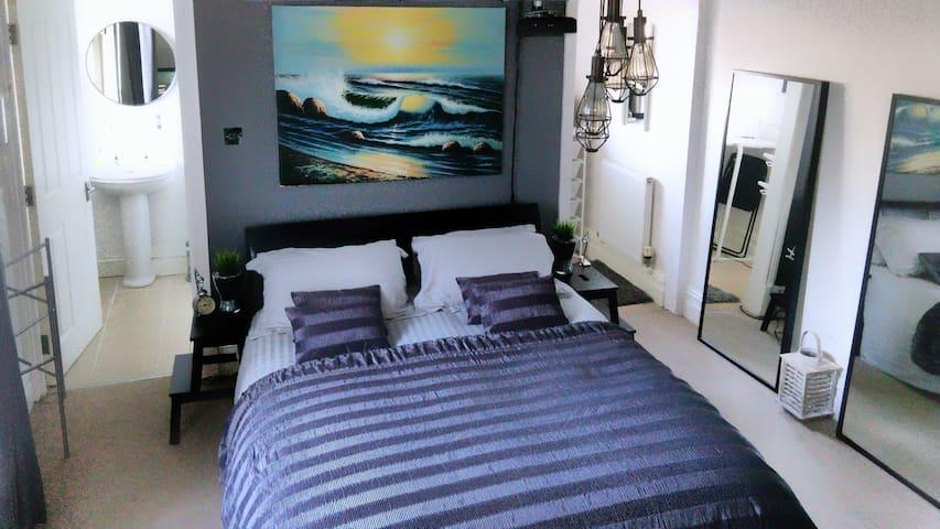 KING Bed in Large EnSuite Room with Dressing Room - Preston - Leilighet
