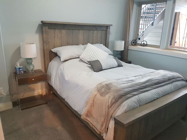 Private Oceanview Suite with Fireplace & Hot Tub! - Campbell River - Pousada