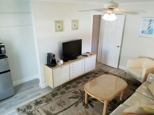 Awesome PRIVATE 2 Room Studio close to everything! - Palm Beach Gardens - Ev