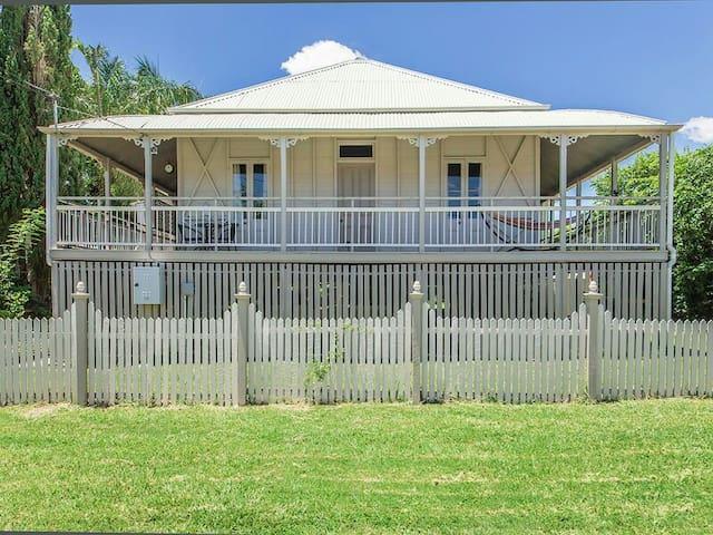 Beautiful 100 year old Queenslander - Ipswich - Haus