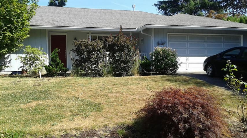 Greenspaces, light and comfortable PNW living - Hillsboro - Bed & Breakfast