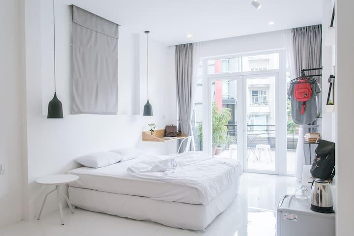 Central Private Suite For Foodies + Big Balcony - Ho Chi Minh City - Bed & Breakfast