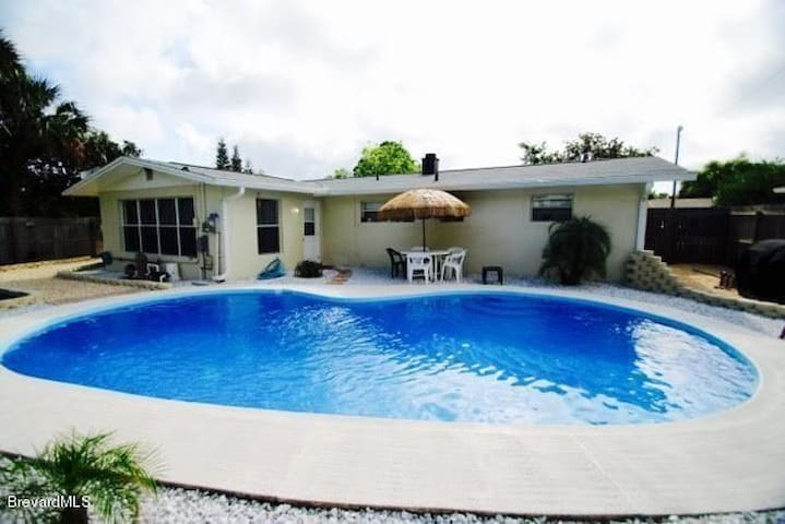 Cozy Private Getaway House with Pool! - Melbourne - Talo