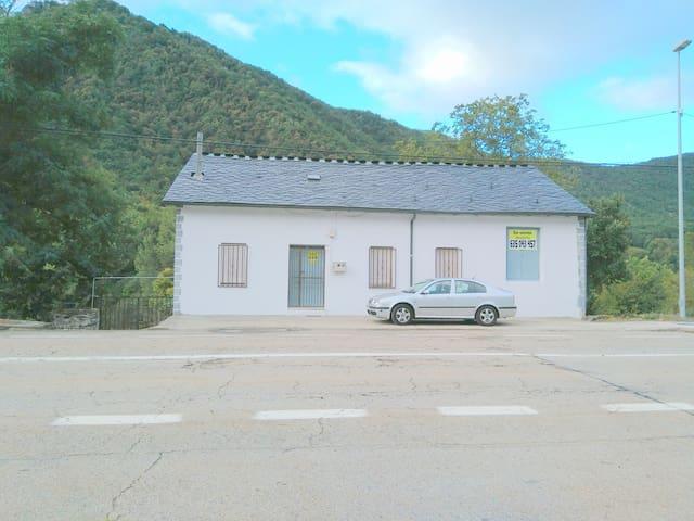 Casa en alquiler en Cuevas del Sil - Palacios del Sil - Hus