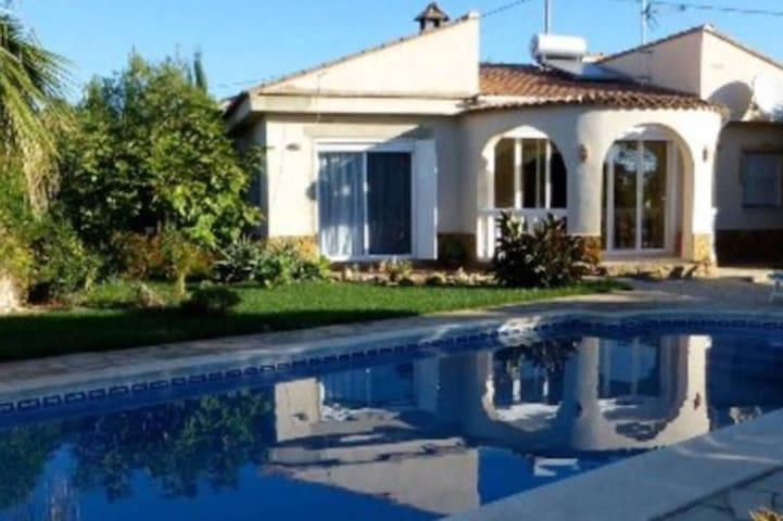 Quiet villa in the middle of orange & olive trees - Montroy