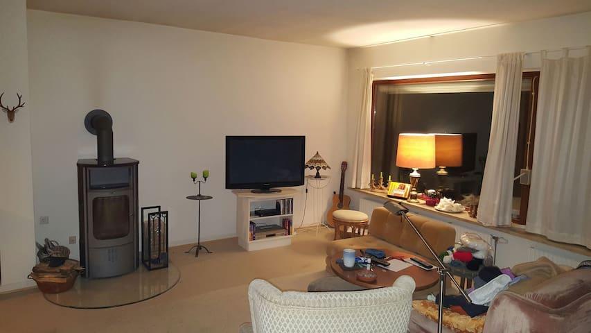 Zimmer, Bad, nahe A7, WLAN, ruhige Lage - Owschlag - Hus