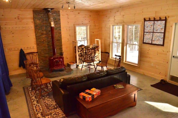 Peaceful Woodland Bunkhouse - Charleston - Houten huisje
