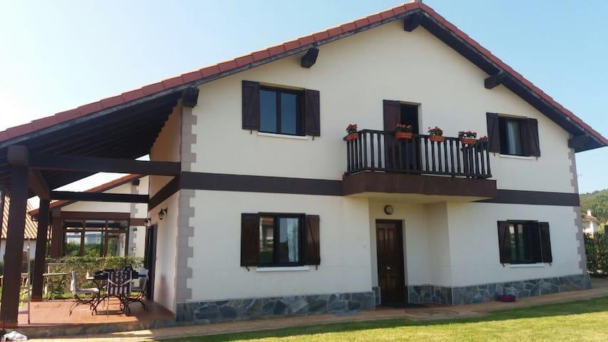 CASA RURAL NOJA / ARNUERO - Arnuero - Huis