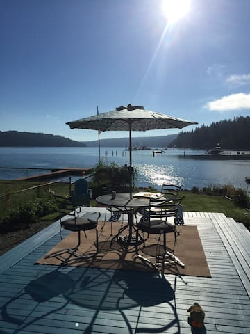WATERFRONT ALDERBROOK HOME AWAITS-STROLL TO IT ALL - Union - Casa