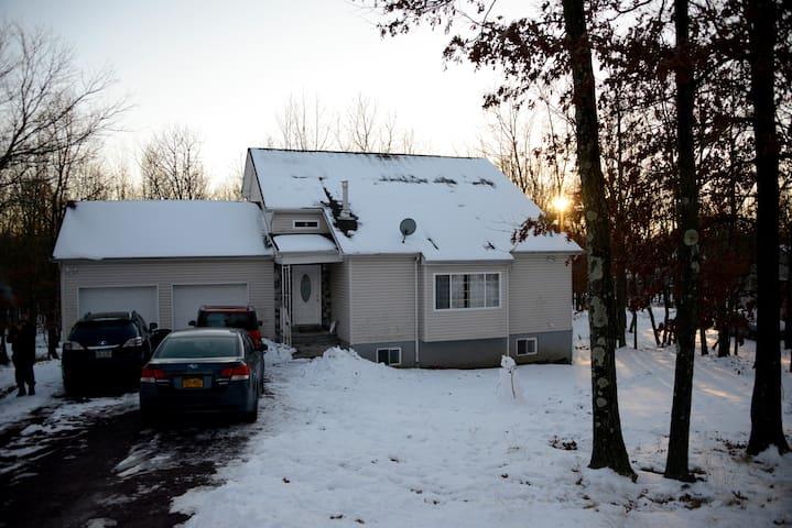 Poconos escape, all-season spacious 3 bedroom - Albrightsville - Дом