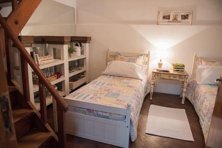Casa con Jardin Barrio tranquilo, Buena Ubicacion - La Plata - Maison