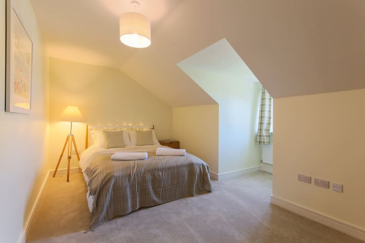 Private room in spacious flat near University - Penryn - Leilighet