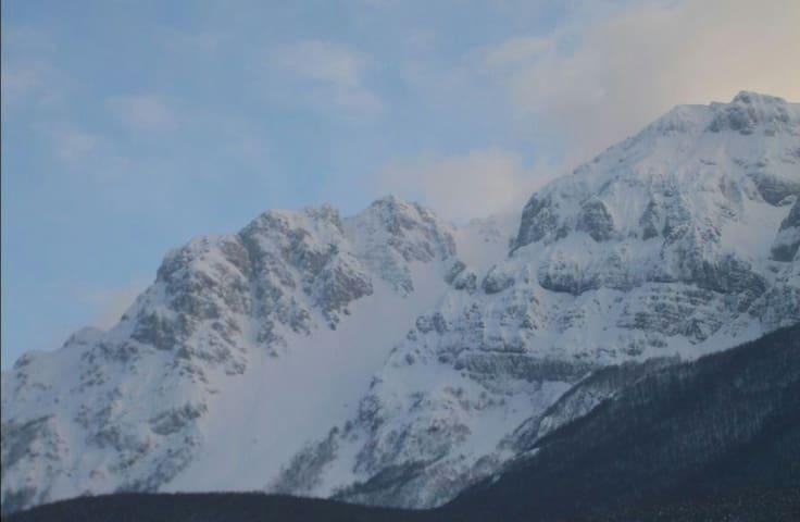 Neve sulle Dolomiti d'Abruzzo - Secinaro - Casa