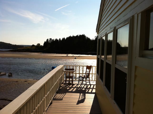 Waterfront Cottage on Kennebec with views and dock - Georgetown - Casa