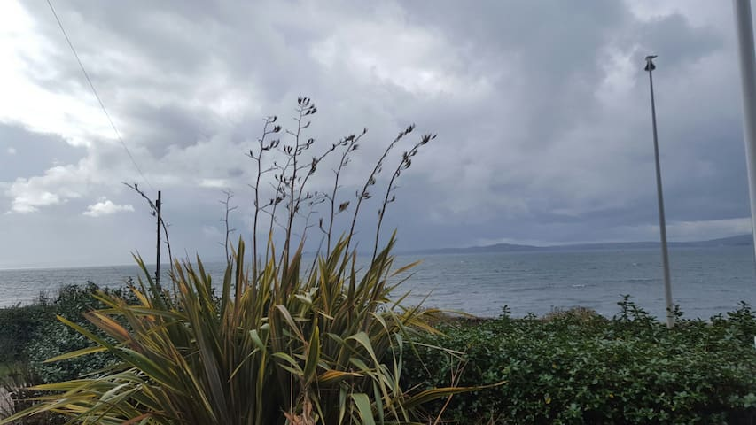 Modern Sea view house with hot tub, sauna &cinema - Skelmorlie  - Talo