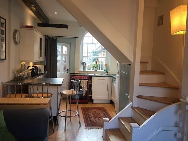 Cosy terraced cottage, Westerham - Westerham - Дом