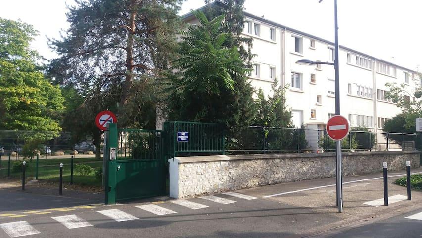 """Chambre """"lilas"""" idéale pour visiter Paris. - Dammarie-les-Lys - Daire"""