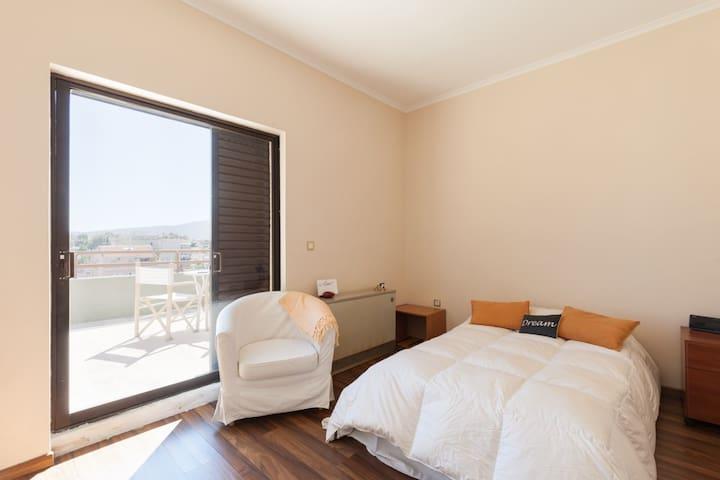 Sunny room w/ private bath +balcony - Chalandri