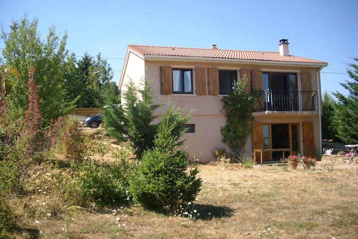 Family home with garden - Frontenas - Ev