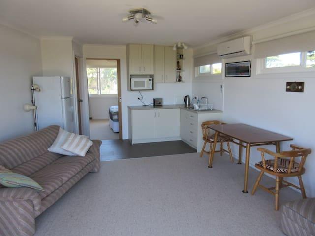 Quiet self-contained apartment, sleeps 2. - Anglesea - Apartemen