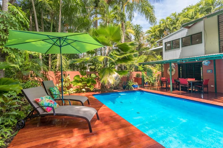 Unique, Private, Secluded, Tropical Delight. - Nightcliff - Huis