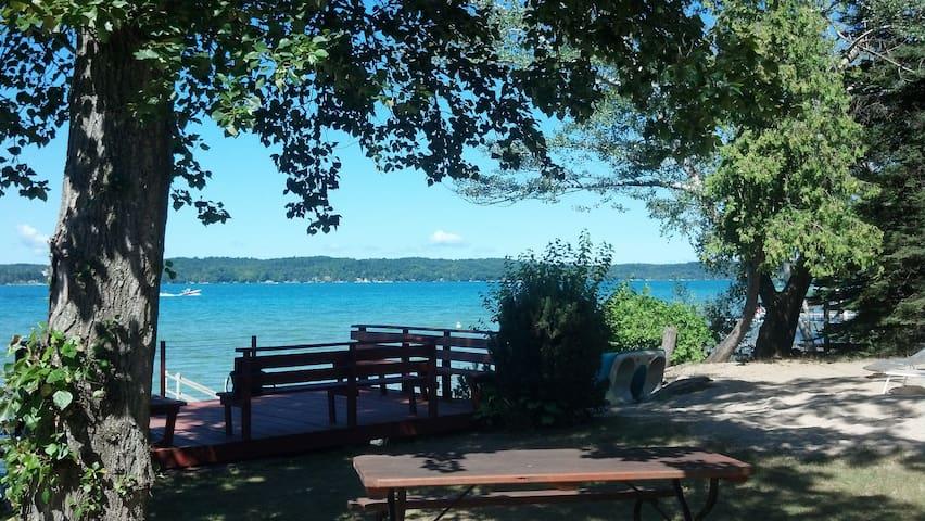 Charming Torch Lake Cottage - Alden - Hus