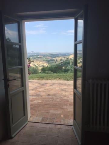 Breathtaking views in a stunning restored farm - Penne