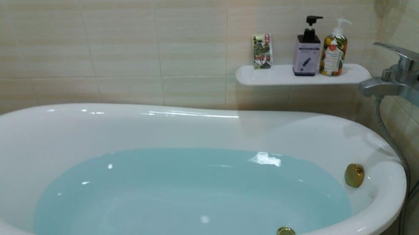 《寇司藍》,有浴缸的套房 - 台南市, TW - Daire