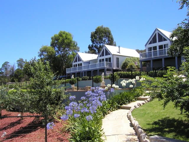 Romantic Chalet Great Views & Gateway to Blue Mts - Kurrajong Hills - Chalet