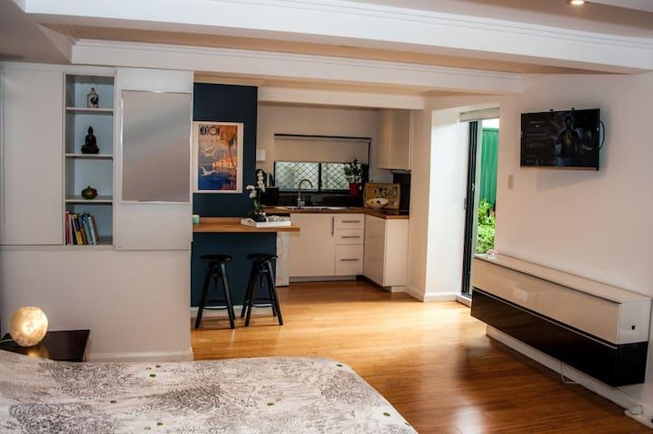 Self Contained Studio, ensuite, private entrance - Miranda - Lägenhet