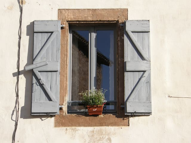 A charming cottage at the foot of Cordes sur ciel - Les Cabannes