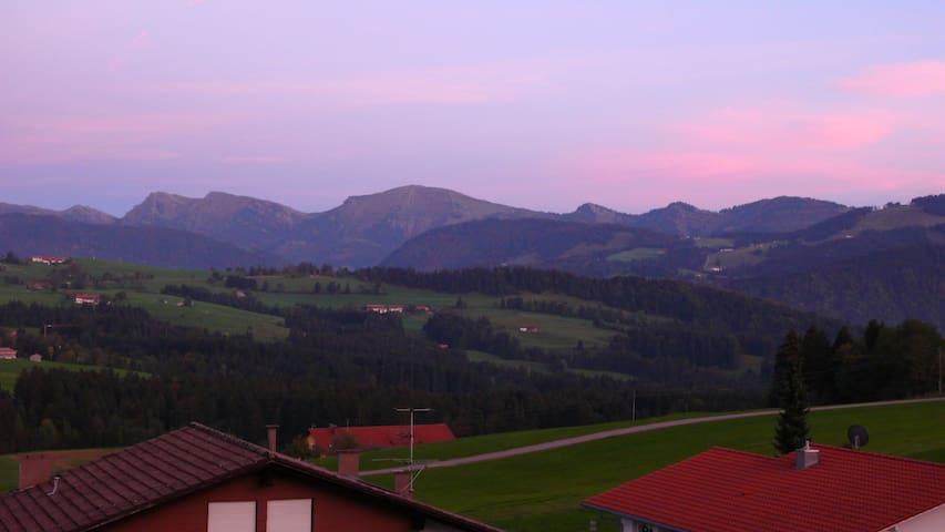Ferienwohnung mit Ausblick - Oberreute