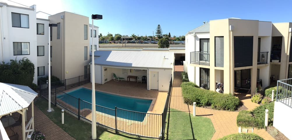 LUXURY living in the suburbs - Thornlie - Condo