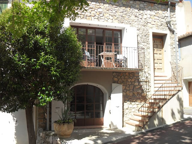 House w. rooftop terrasse in charming wine village - Tautavel