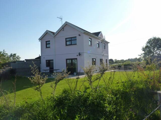 Ty Gwyneth: Spacious, modern and in rural location - Cefn Cribwr - Ev