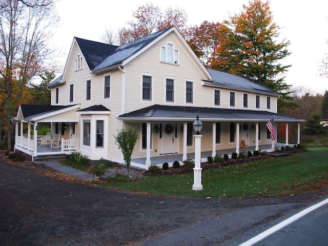 The Wagar Farm at Hanging Rock - The Eck Suite - Ellenville - Casa de huéspedes