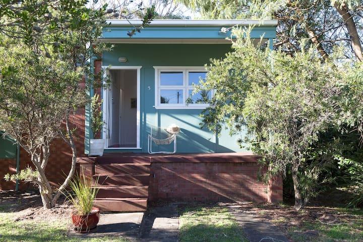 Currarong - Artists beach house retreat - Currarong - Huis