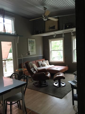 Quiet Carriage House Apartment. Enjoy Wilmington ! - Wilmington - Dům pro hosty