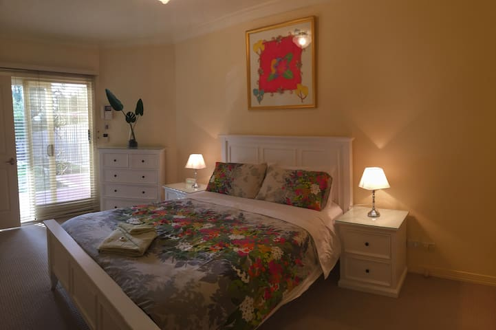 Stylish Stay - 2 kms to Westfield Shoppingtown - Templestowe Lower