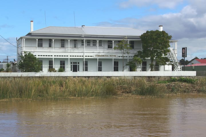 River facing room with twin beds - Dargaville
