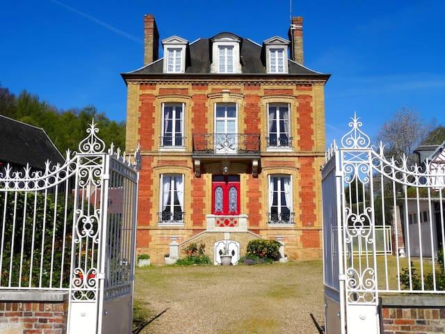 L'Ajoussienne. Maison de maître - Haute-Normandie - Ajou - Hus