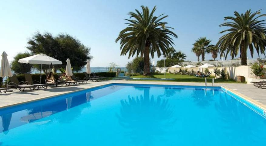 Sea view apartment with facilities - Germasogeia