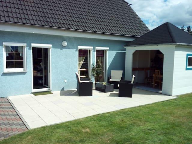 Familienfreundiches Haus mit Terasse/Garten/Teich - Bernau bei Berlin - Hus