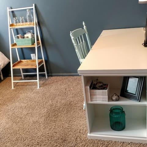 Clean, Comfy, Classy Home - South Euclid - Ev